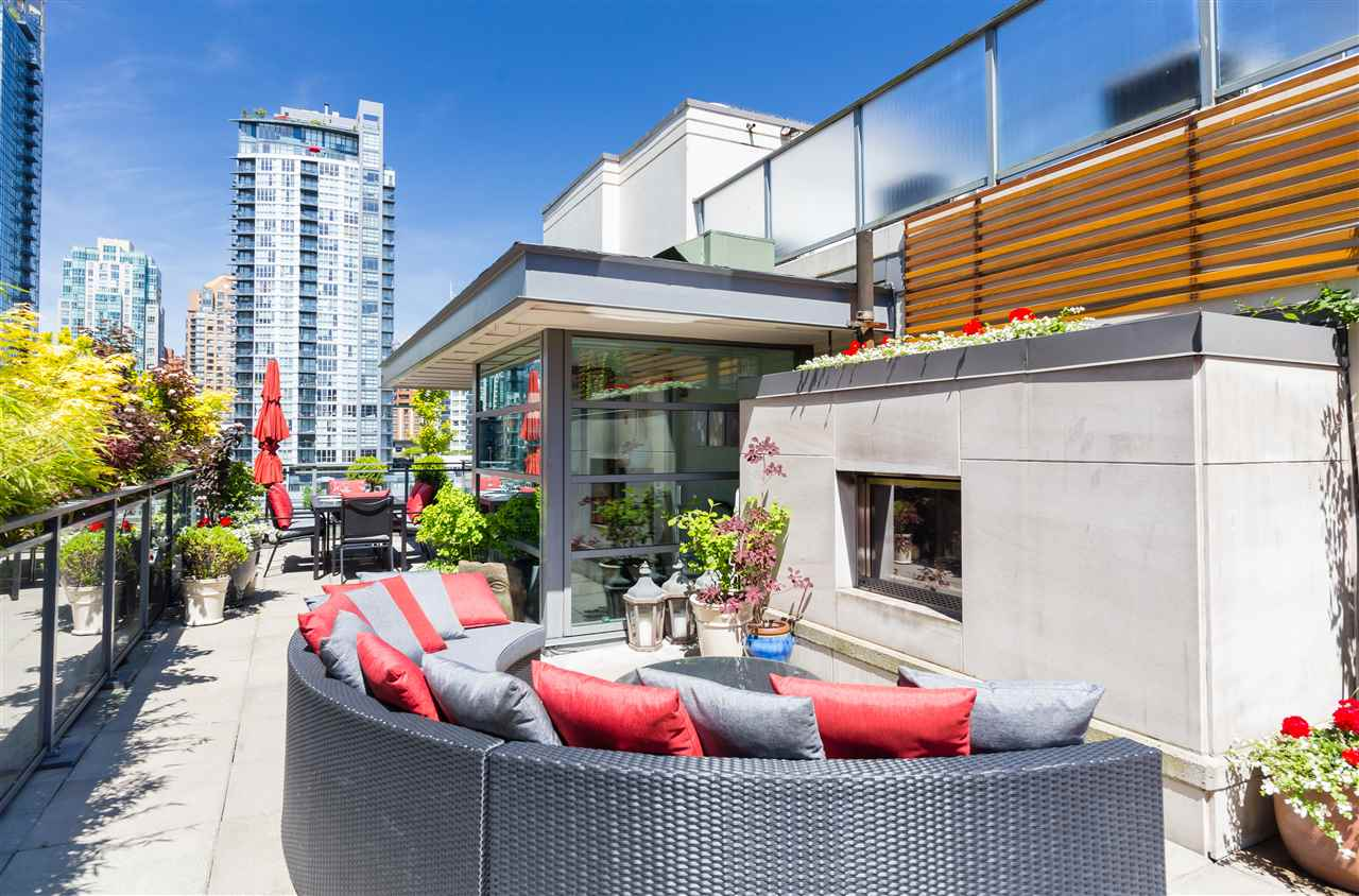 Buliding: 1168 Richards Street, Vancouver, BC
