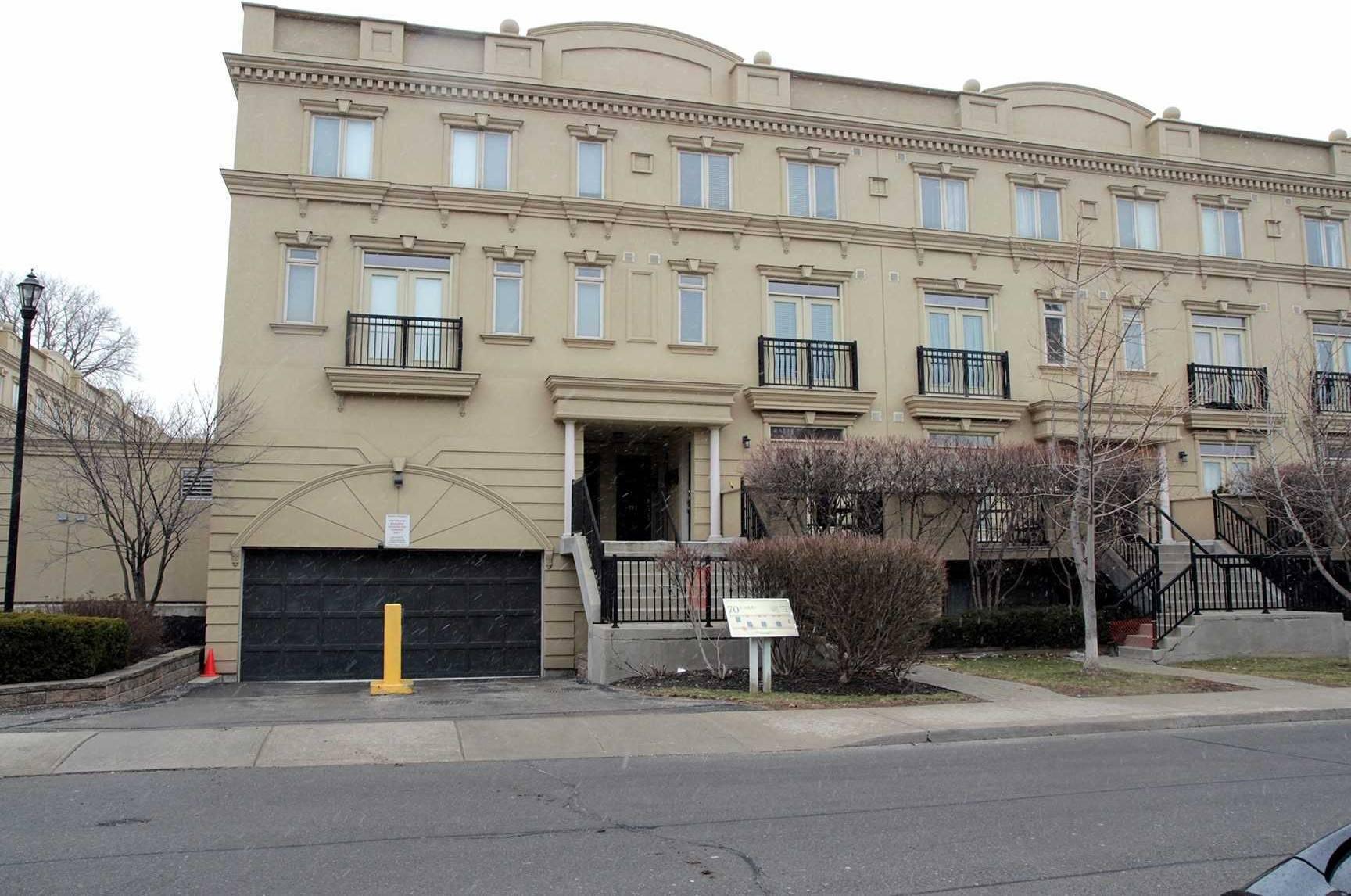 Apartment for rent at 70 Carr St Unit Th2 Toronto Ontario - MLS: C4695270