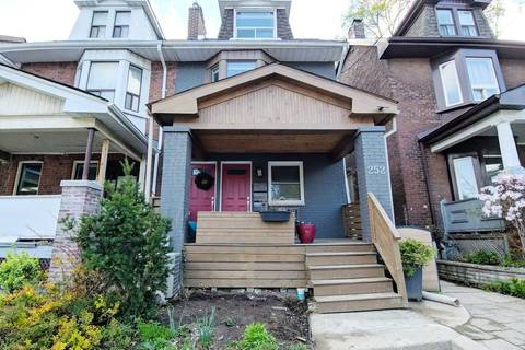 Townhouse for rent at 252 Greenwood Ave Unit Upper Toronto Ontario - MLS: E4510876