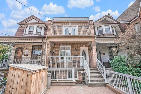 Townhouse for rent at 7 Shirley St Unit Upper Toronto Ontario - MLS: C4918171