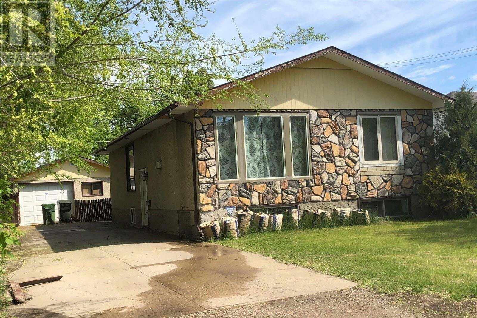 House for sale at 806 18th St W Unit W Prince Albert Saskatchewan - MLS: SK809601