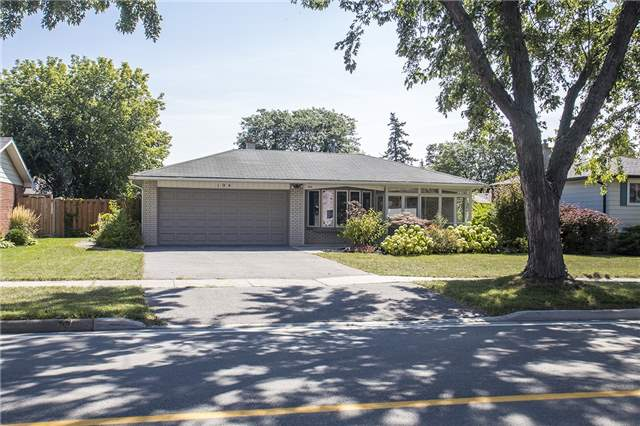 For Sale: W3927165, Oakville, ON | 3 Bed, 2 Bath House for $1,029,000. See 20 photos!