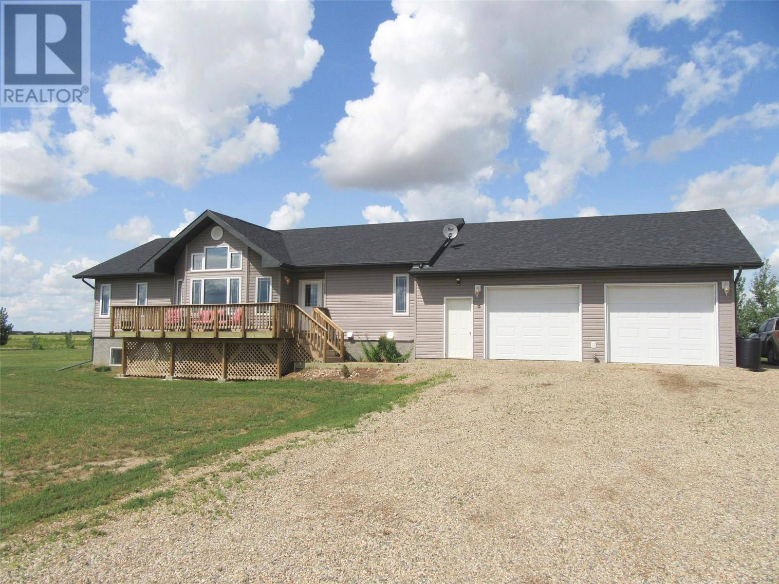 House for sale at  Weyburn Acreage  Weyburn Rm No. 67 Saskatchewan - MLS: SK784035