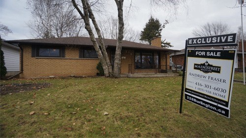 For Sale: X3975638, London, ON | 3 Bed, 2 Bath House for $275,000. See 16 photos!